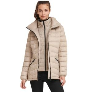 Stylish ❄️ DKNY Packable Puffer Jacket in White ❄️